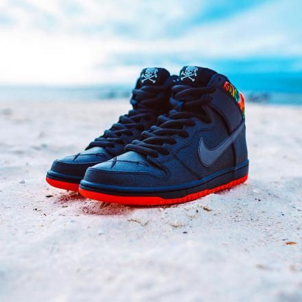 1d836cfbbd62 SKATE PARK OF TAMPA × NIKE SB DUNK HIGH PRO BLACK CHALLENGE RED-METALLIC  SILVER  sneaker