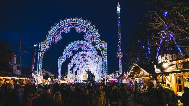 Hay mucho cosas para hacer en Londres en Navidad: luces de Navidad, pistas de patinaje sobre hielo, mercados tradicionales y espectáculos navideños.