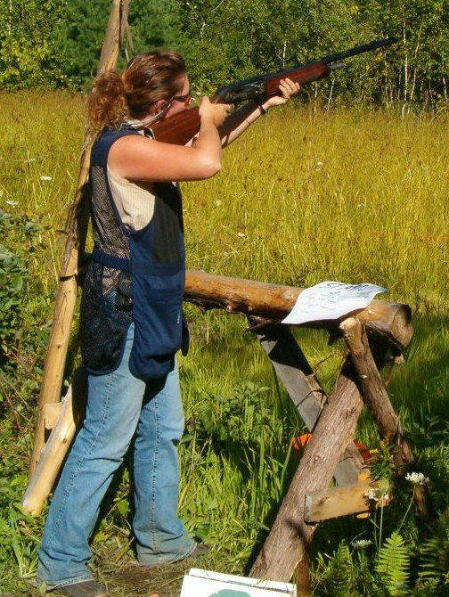 Michelle Murchison, shooting clay at Silverton Sporting