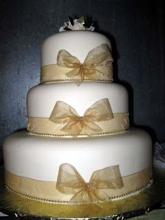 If I had a wedding cake at my wedding (which I didn't) I may have chosen this design, but instead with purple ribbon :)