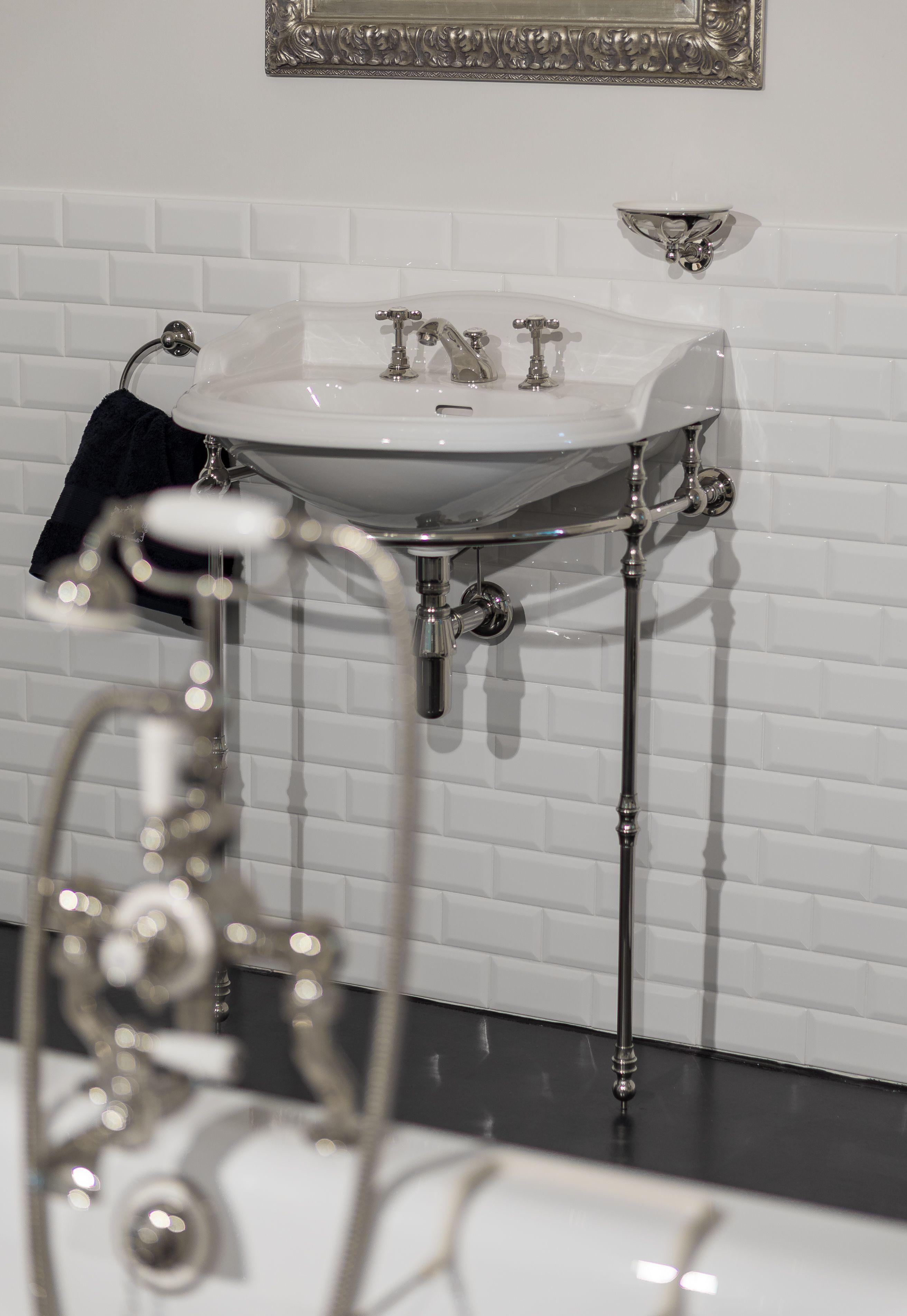 Dieser Waschtisch Aus Der Serie Richmond Ist Zeitlos Klassisch