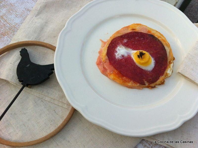 Pizza de Salami, Huevos de Codorniz y Picante
