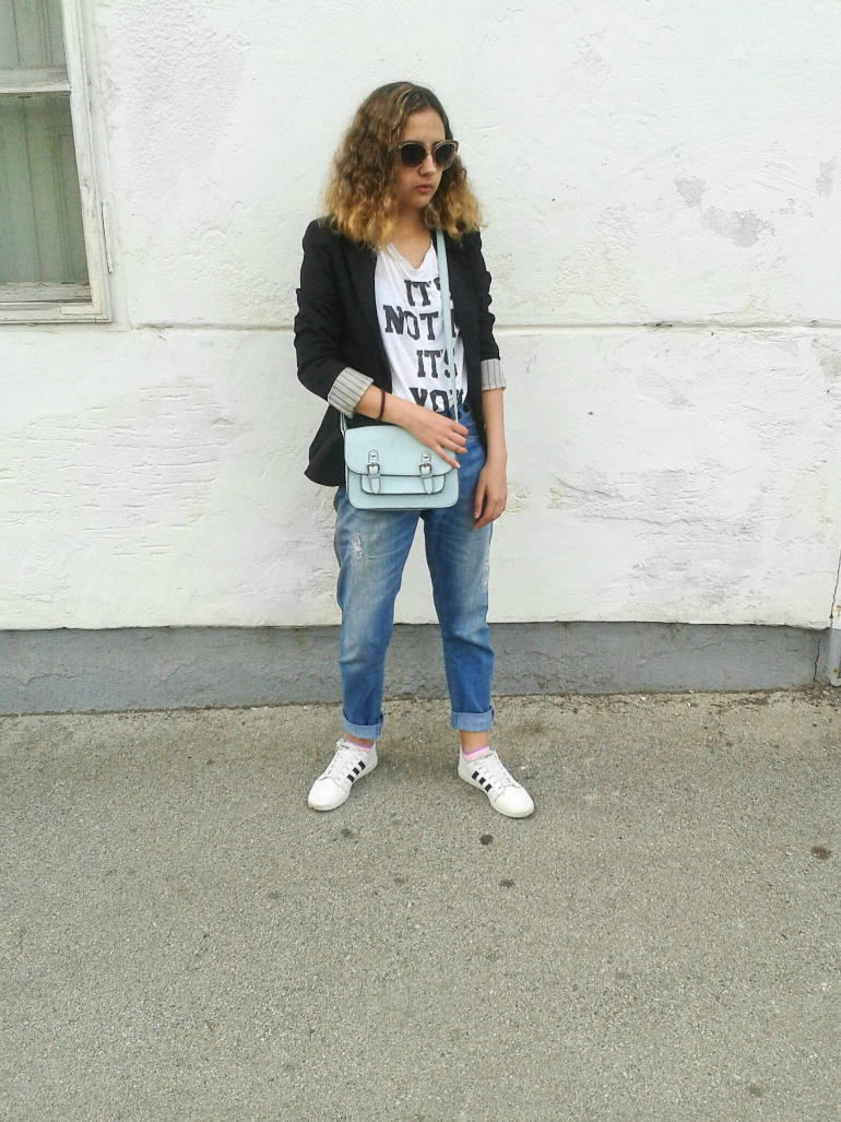 Latest outfit post from my blog. It's all about everyday look. I'm wearing simple tee with boyfriend jeans and I added the blazer to finish off the look