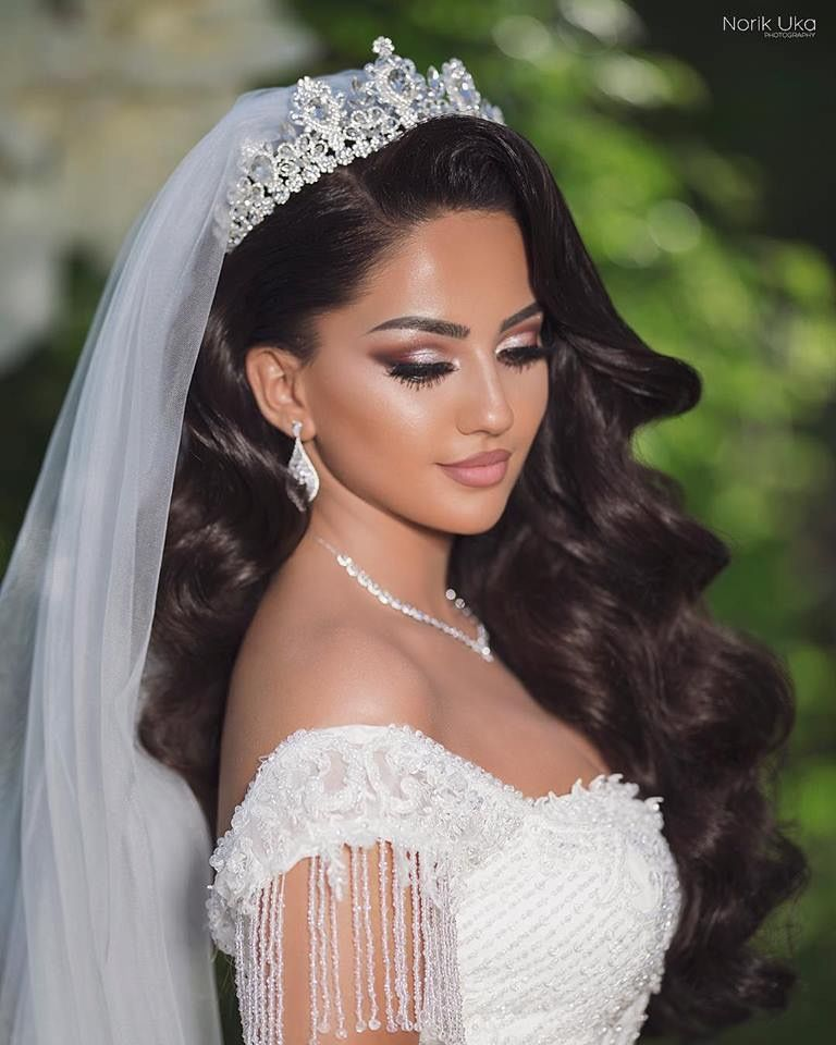 The crown and hair!! So beautiful! Wedding Stuff in 2019