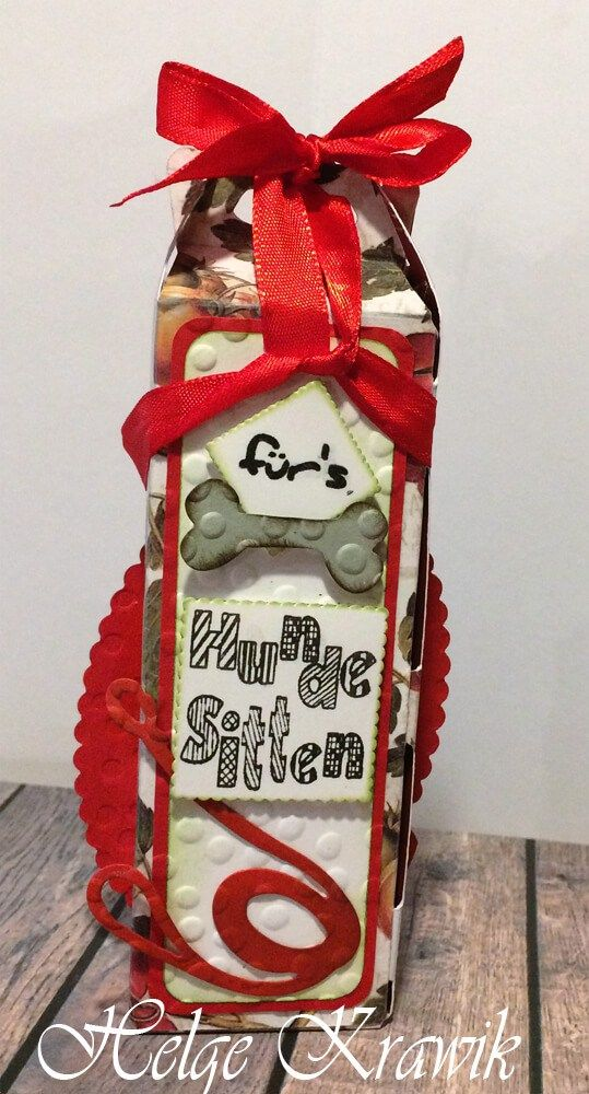 """Sentiments für die Geschenkverpackung: """"für's Hundesitten"""", gestempelt mit Mint-Stempeln. Knochen und Hundeleine geschnitten mit den Framelits: """"Crazy Dogs"""""""