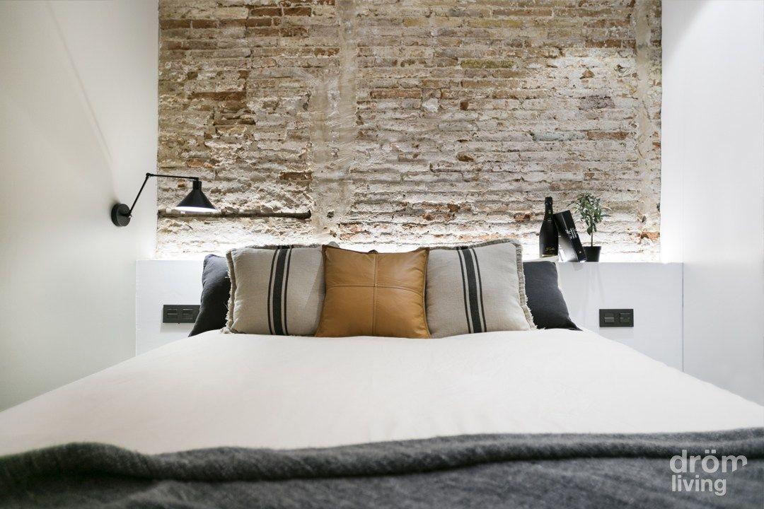 Buen dise o en poblenou barcelona muros de piedra - Reformas pisos pequenos ...