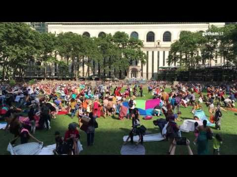 Watch The Chaotic Bryant Park Lawn Rush For The First Movie Night Of Summer: Gothamist