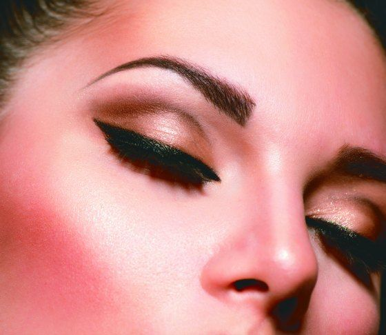 Don't feel plain and boring anymore. Tips for applying brown eyeshadow.