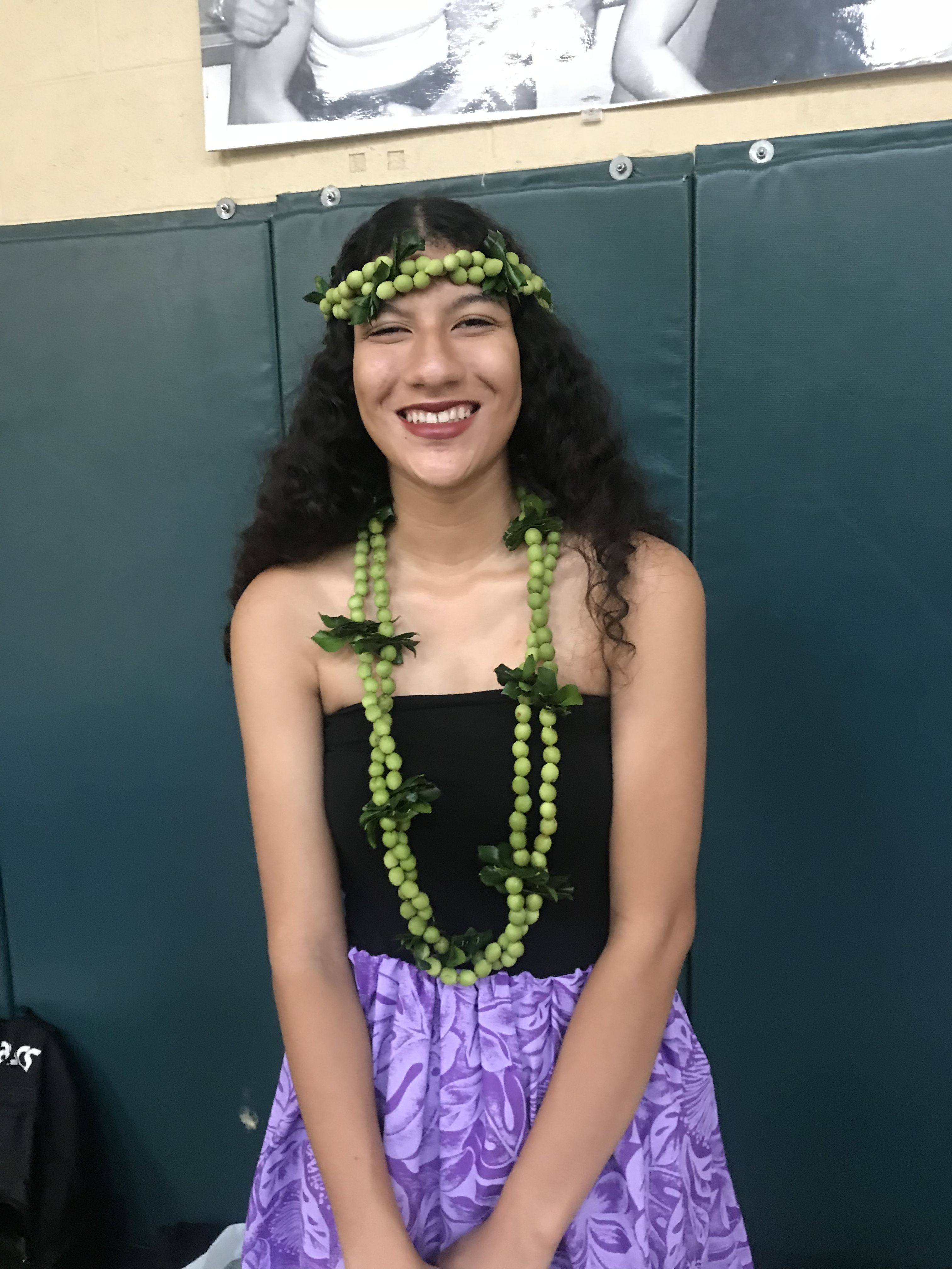 Kauai island princess simple haku twisted seagrape lei