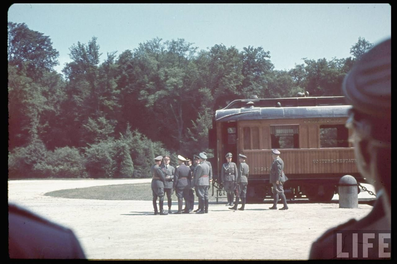 After the French delegation left, turn to the German leader Adolf Hitler who come to the site. He was welcomed by the German generals and high officials