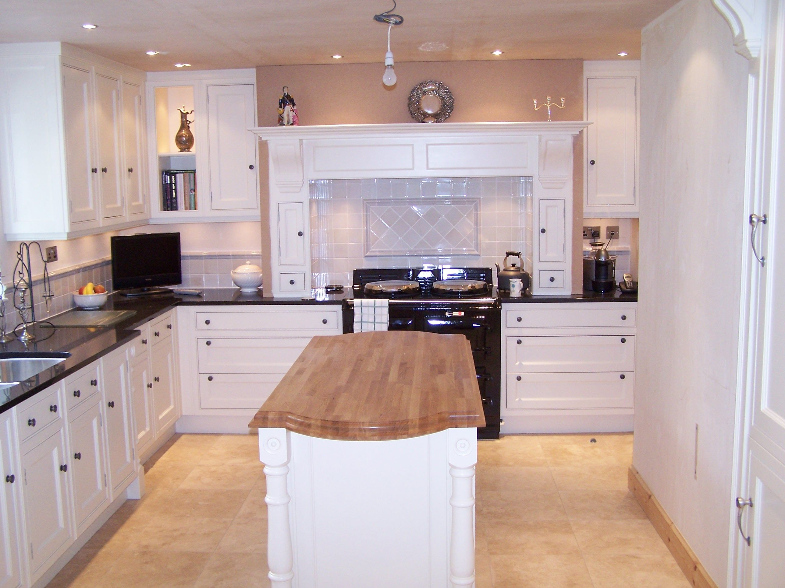 Clive Christian Edwardian kitchen in ivory painted finish | kitchens ...