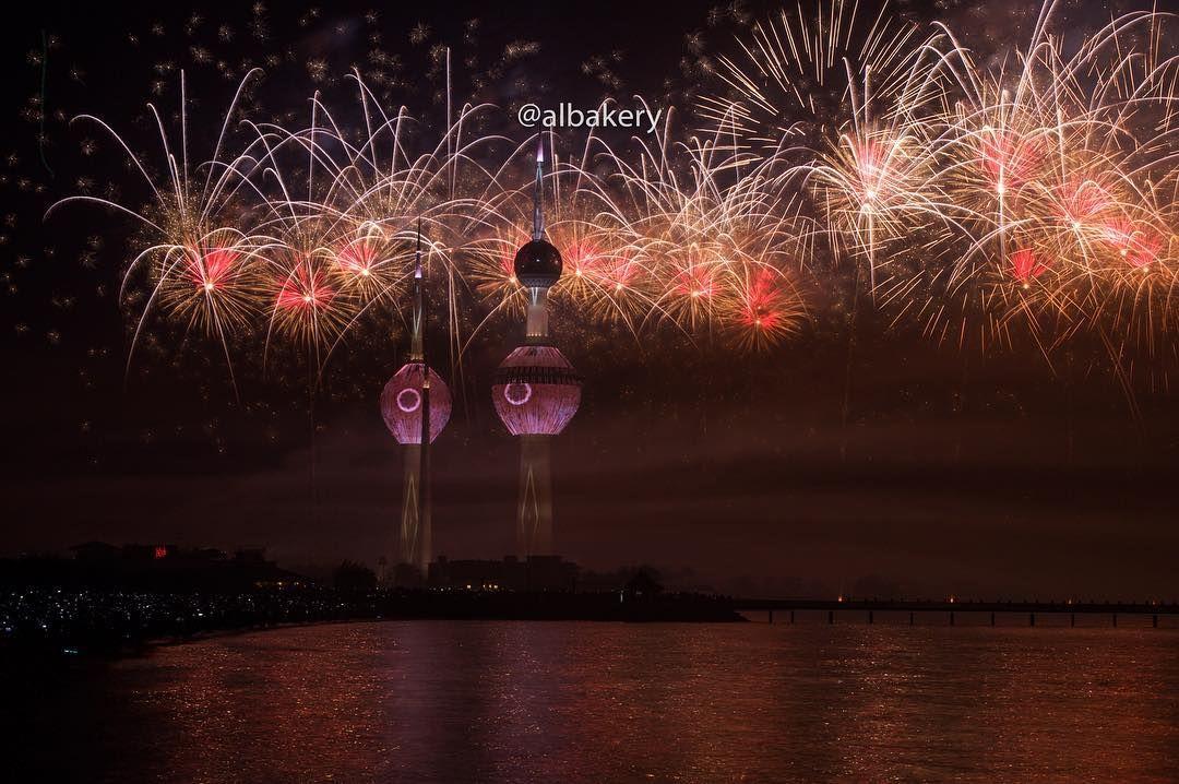 Kuwaitnews كويت نيوز On Instagram الكويت الألعاب النارية الجزء باحتفال كويت العطاء بمناسبة الاعياد الوطنية وافتتاح أبراج Instagram Posts Instagram Mar