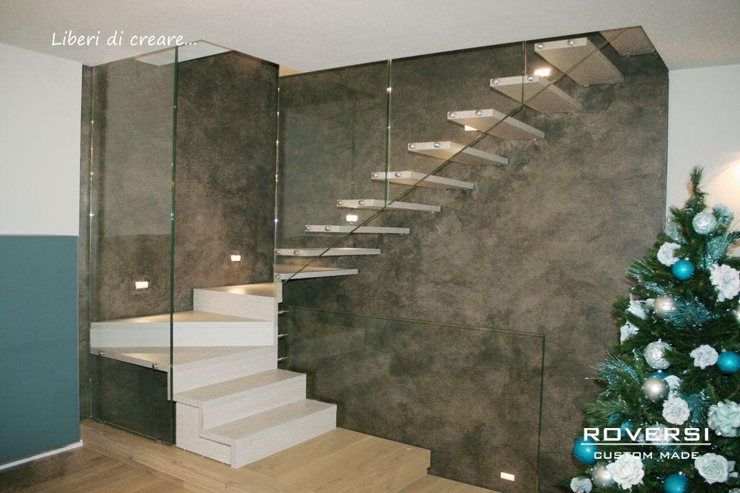 Produzione e vendita di scale a sbalzo, soluzioni molto leggere realizzati in vari materiali: in legno, in vetro strutturato, in acciaio inox.