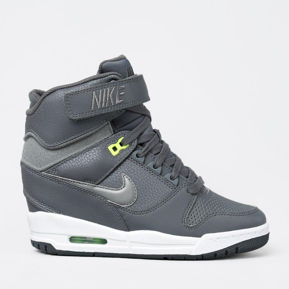 sneakers med dold kilklack