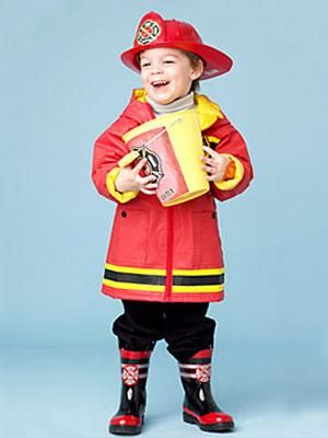 DIY Halloween : DIY Friendly Fireman Costume, I could have the hat, a red coat and some rain boots