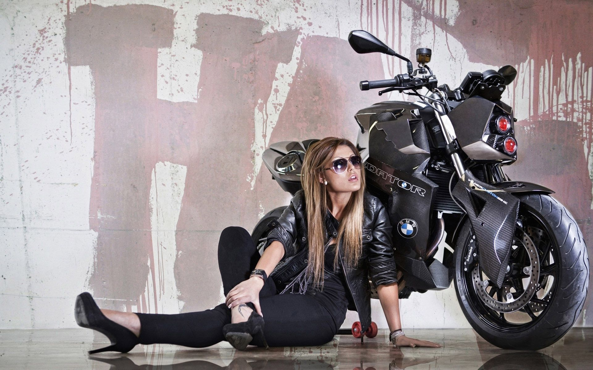 Girl With Bike Beautiful Hd Wallpapers Biker Girl Motorcycle Girl
