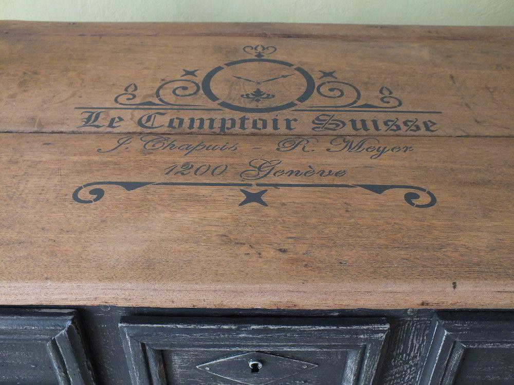 Pochoir Comptoir Suisse Sur Plateau De Commode Realisation Florence Moreau Pochoirs Vintage Pochoir Meuble Decoration Surf
