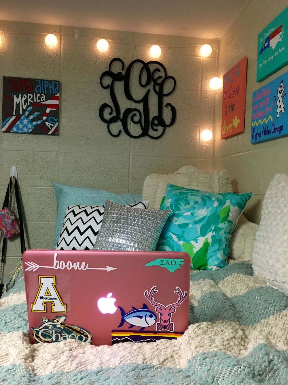 Take A Picture Of A Room And Design It App: My Dorm Room At Appalachian State University! #dorm