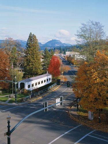 Cottage Grove Got Friends Who Live Here Lovely Little Town Cottage Grove Oregon Attraction World Oregon Travel