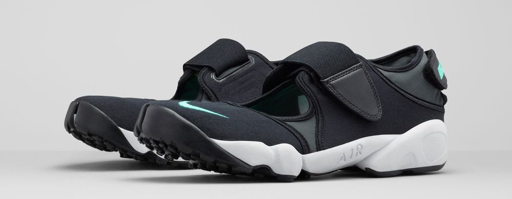 finest selection 7a062 62324 Nike Is Bringing Back One of Its Weirdest Sneakers