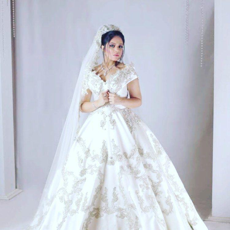 Nadia Hairstylist Safanashalabia تساريح عرايس جده تصاميم شعر فساتين سهرة جدة تساريح شعر تساريح شعر Hairstyle Ha Dresses Wedding Dresses Fashion