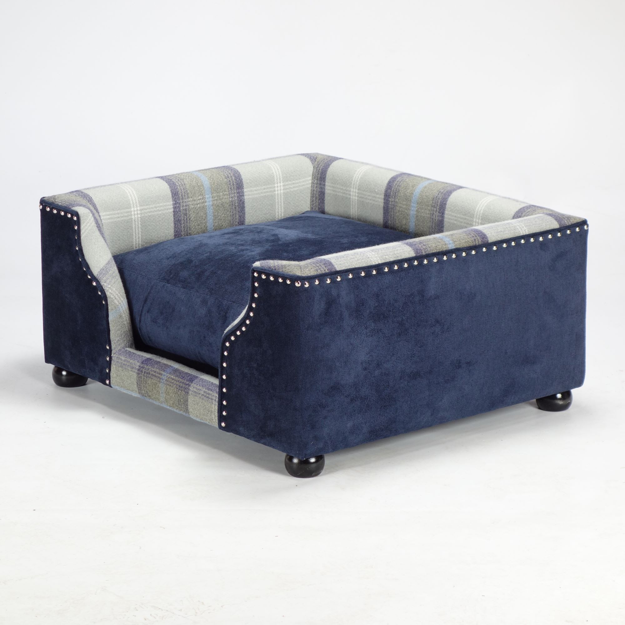 Luxury Dog Beds Handmade In The Uk The Fabulous Dog Bed Company Dog Bed Luxury Dog Bed Dog Sofa Bed