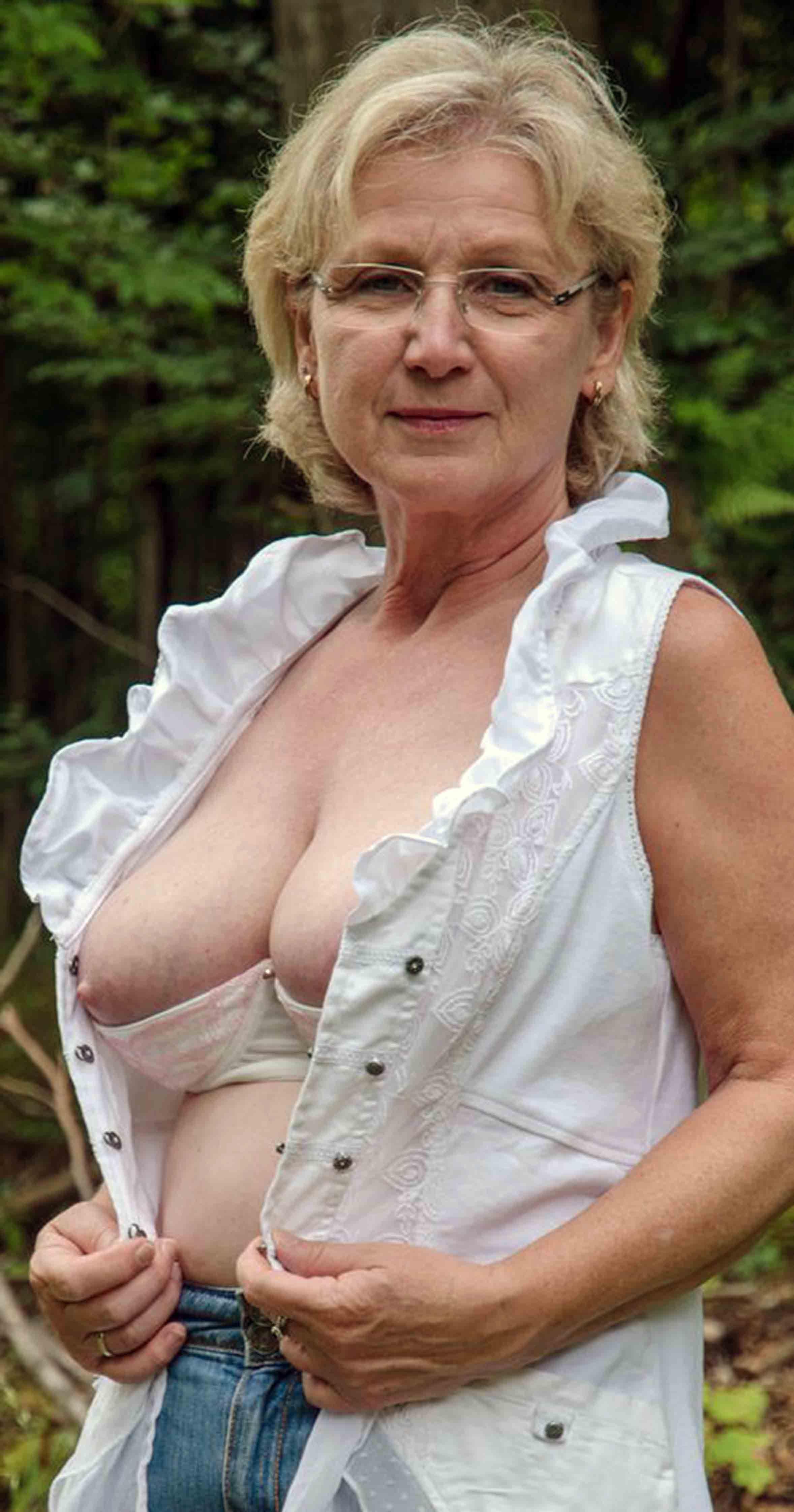 Alte Frauen In UnterwäSche