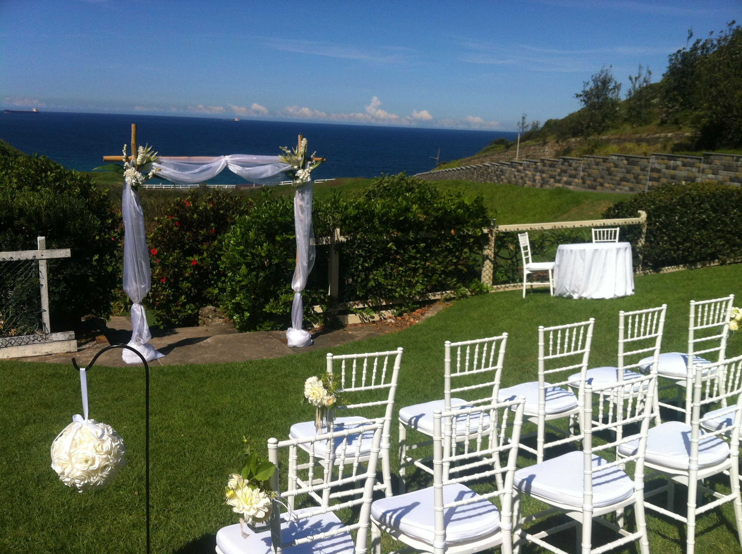 Outdoor wedding ceremony white tiffany chairs kingedwardpark outdoor wedding ceremony white tiffany chairs kingedwardpark bambooarch junglespirit Images