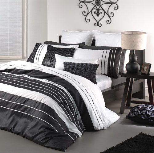 Logan And Mason Carrera White Black Queen Size Bed Doona Duvet Quilt Cover Set White Quilt Cover Bed Sizes Quilt Cover Sets