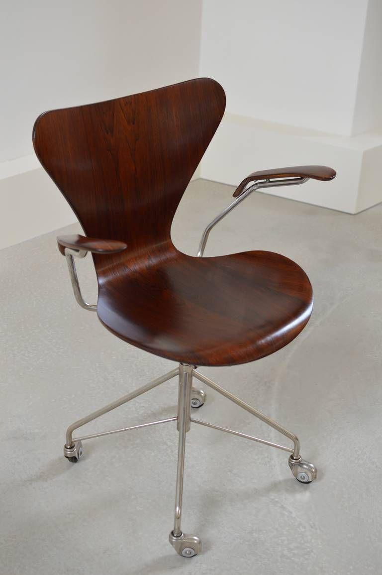 Earliest Arne Jacobsen Rosewood Swivel Desk Chair With Arms Image 2 Met Afbeeldingen Bureaustoel Interieur