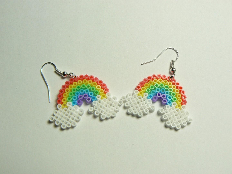 boucles d 39 oreilles pendantes arc en ciel perle hama perler beads boucles d 39 oreille par miss. Black Bedroom Furniture Sets. Home Design Ideas