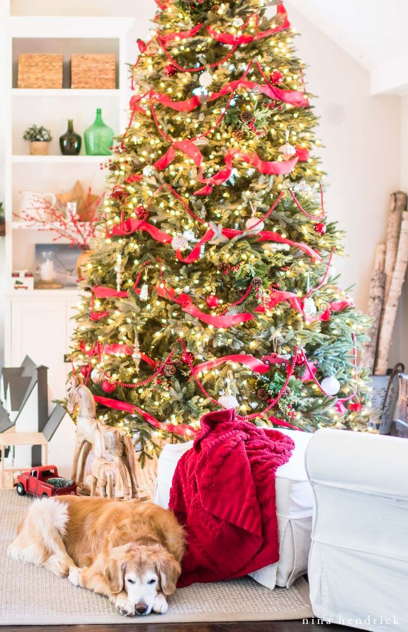 Tour A New England Colonial For Classic Christmas Decorating Ideas That Capture Th Chic Christmas Decor Shabby Chic Christmas Decorations Shabby Chic Christmas