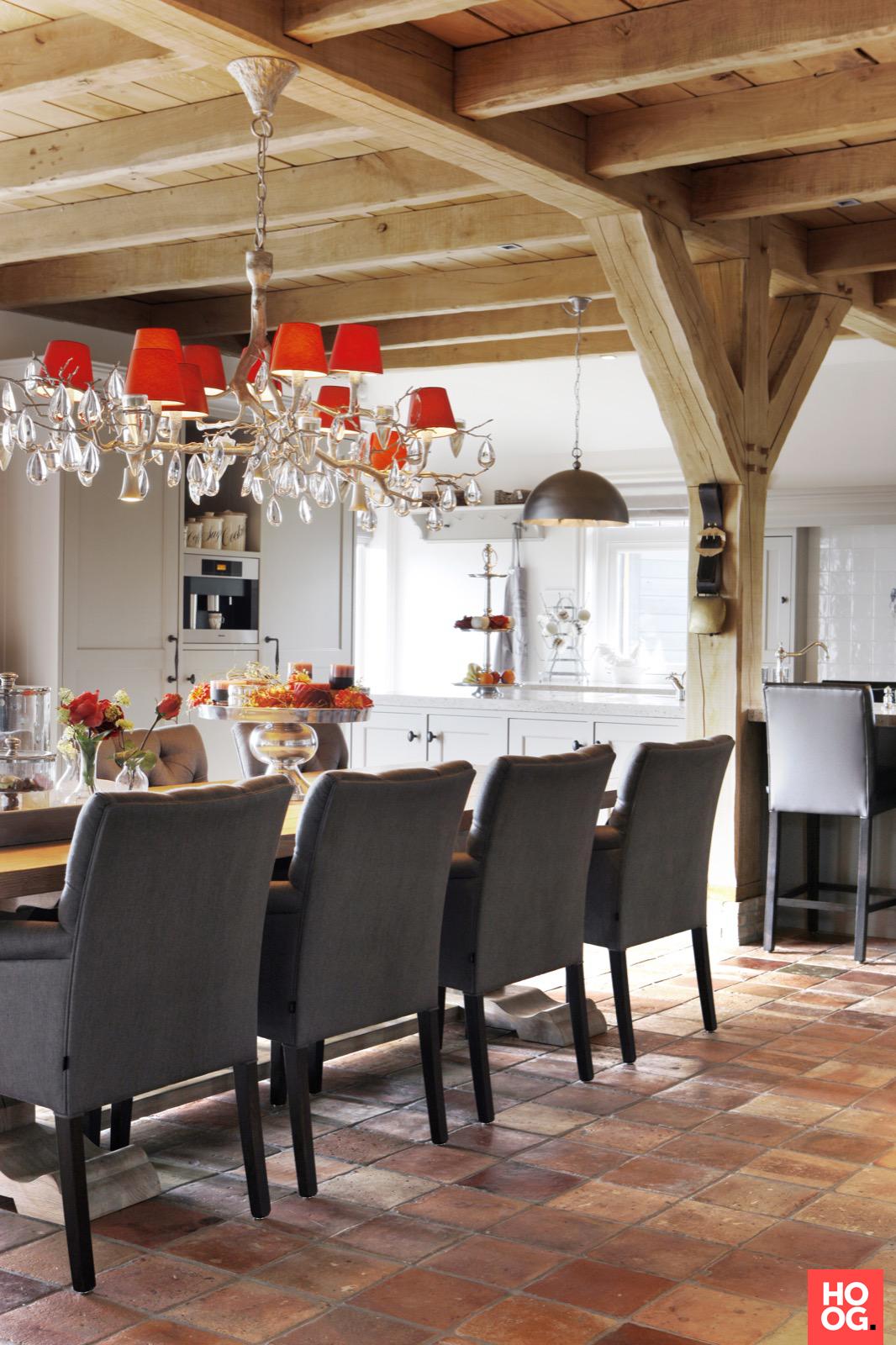Landelijke woonkeuken met antieke Franse plavuizen, ook wel oude estriken genoemd | Antique terracotta flooring | Kersbergen.nl