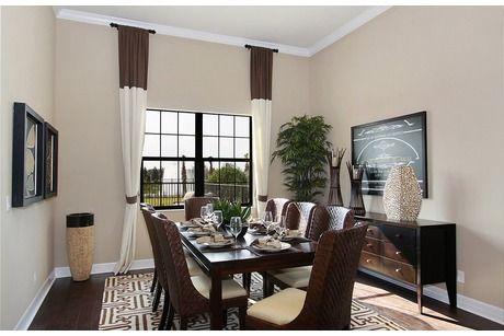 Color de pared com muebles oscuros