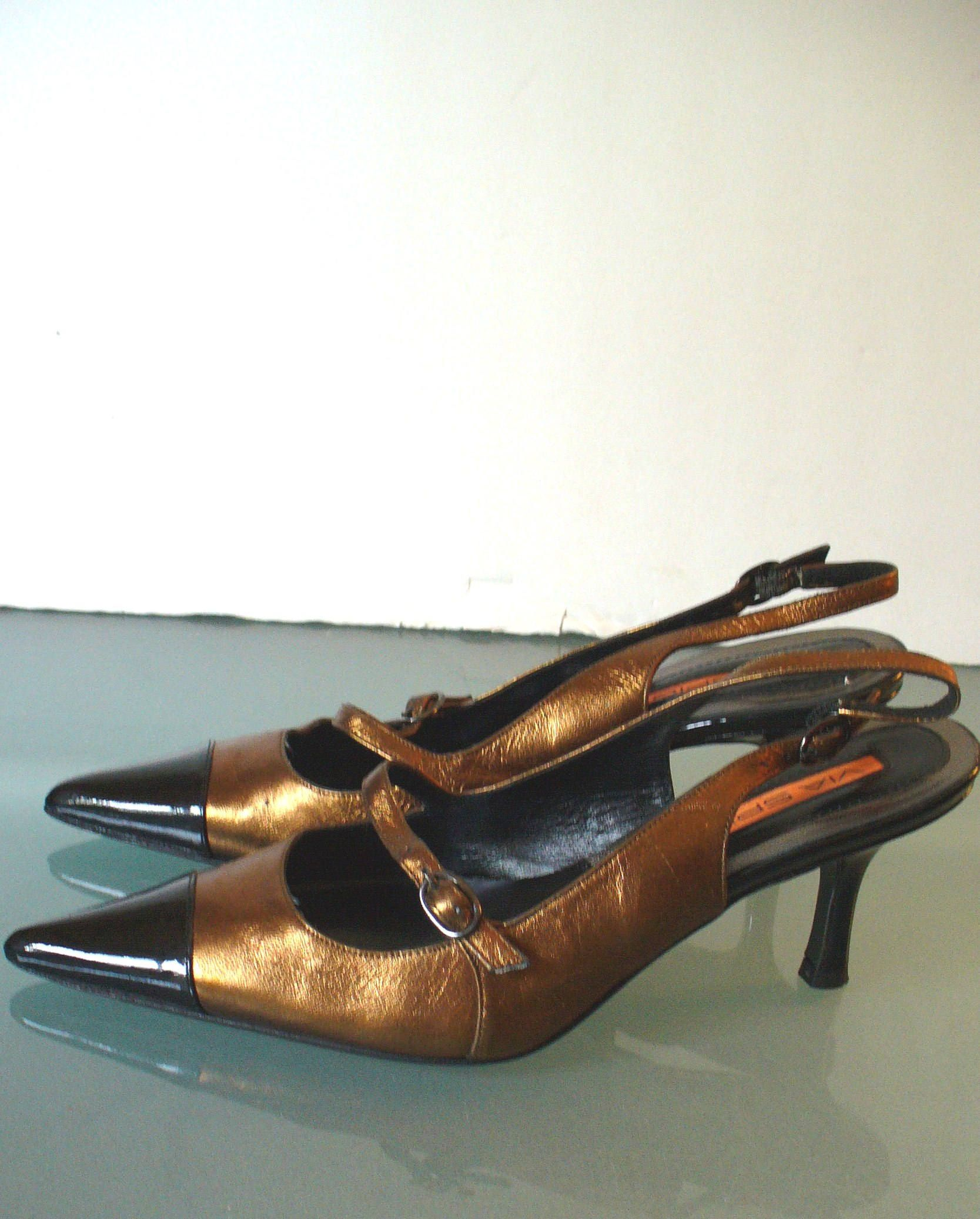a90d052d24 Via Spiga Metallic   Patent Leather Sling Back Heels Made in Italy Size 5.5  US by EurotrashItaly on Etsy