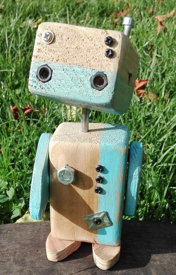 Petit Robot de bois recyclé réalisé main modèle unique | Wood projects