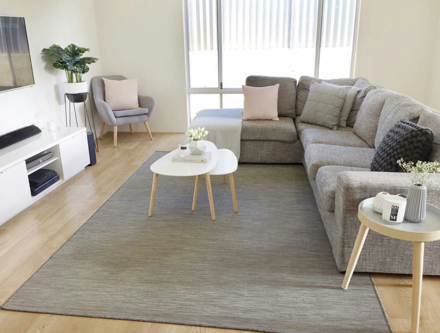 Sill n en l decoraci n hogar ikea living room simple for Sillones para apartamentos pequenos