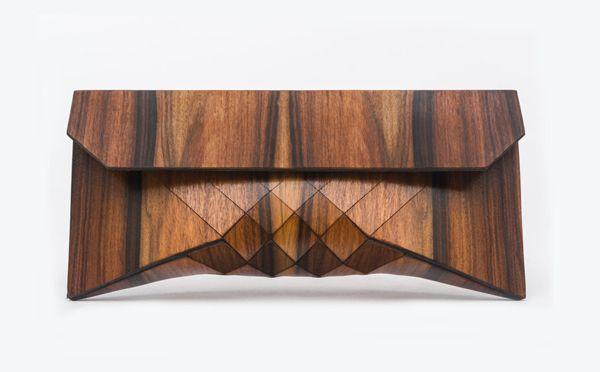 パーティーで自慢したい!スタイリッシュな木製クラッチバッグ − ISUTA(イスタ)オシャレを発信するニュースサイト