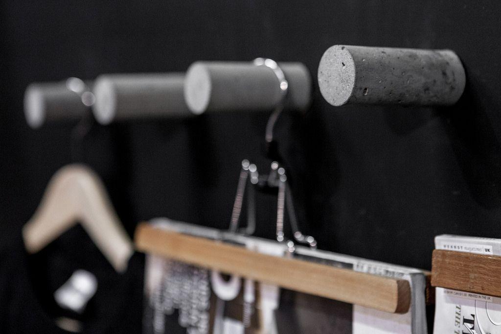Kiosque Salon de l'habitation 2014.  Crochets en béton  AtelierB atelierB.ca info@atelierb.ca 514-967-2386
