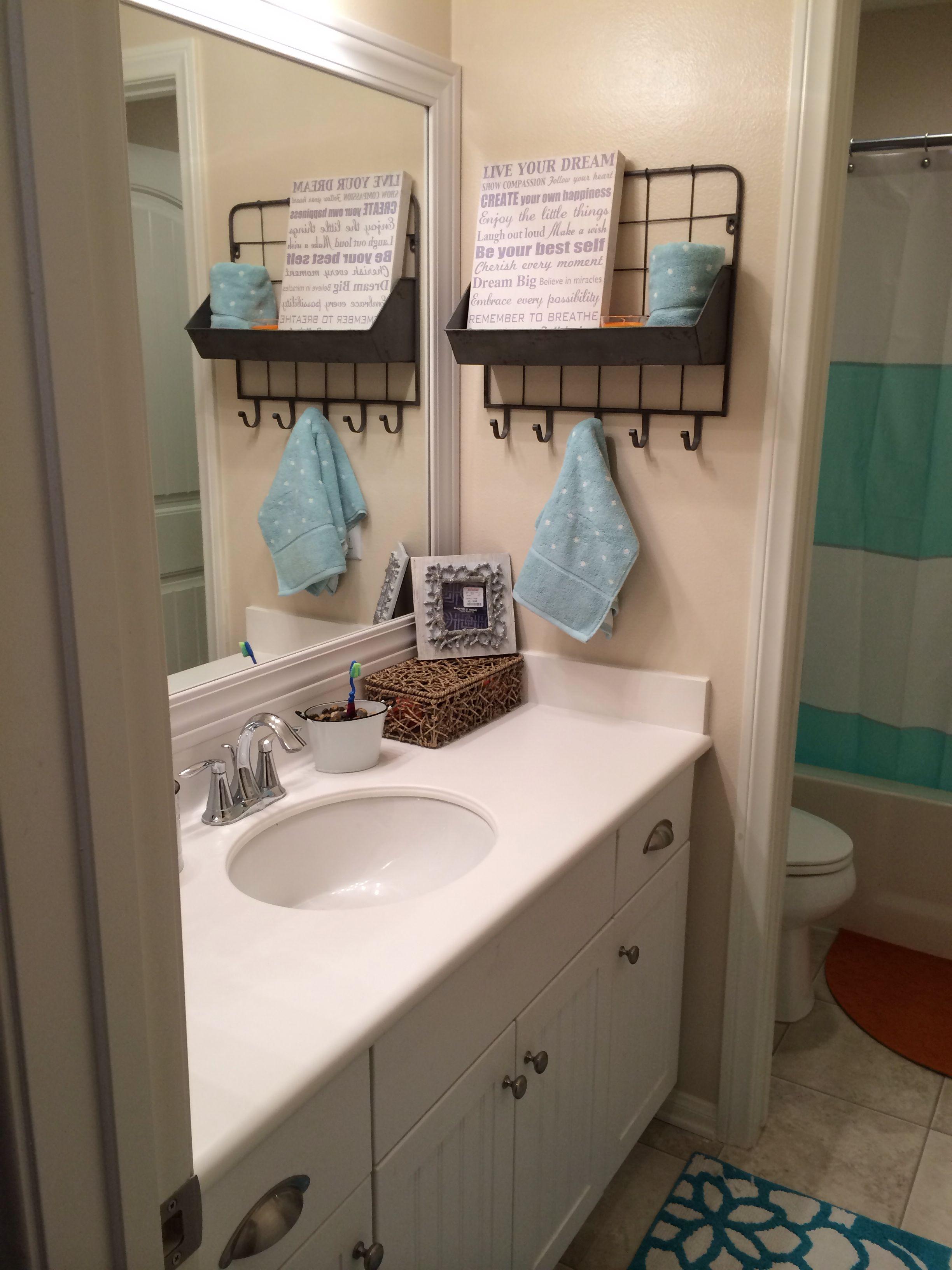 gender neutral bathroom decor