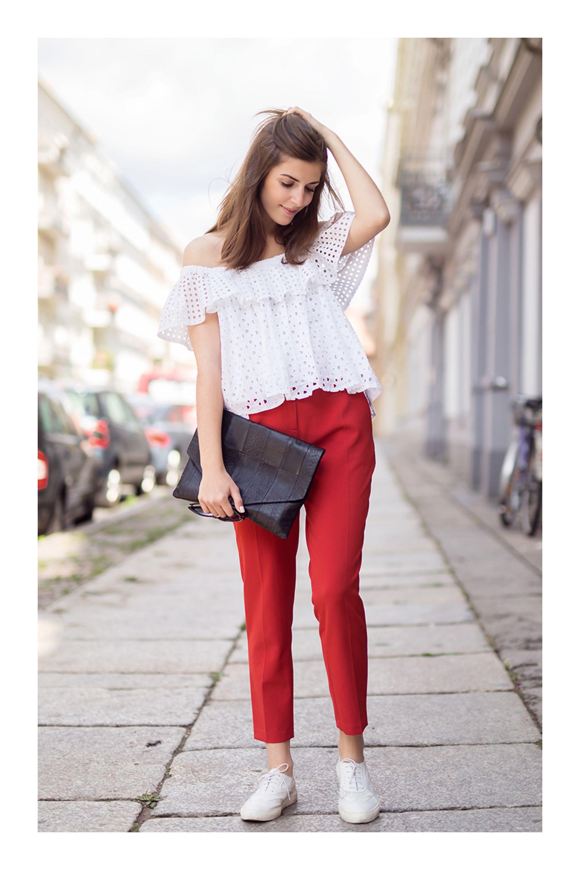 Como Usar Tus Tenis Blancos Tizkka Outfit Pantalon Rojo Outfit Pantalon Rojo Mujer Pantalon Rojo Mujer