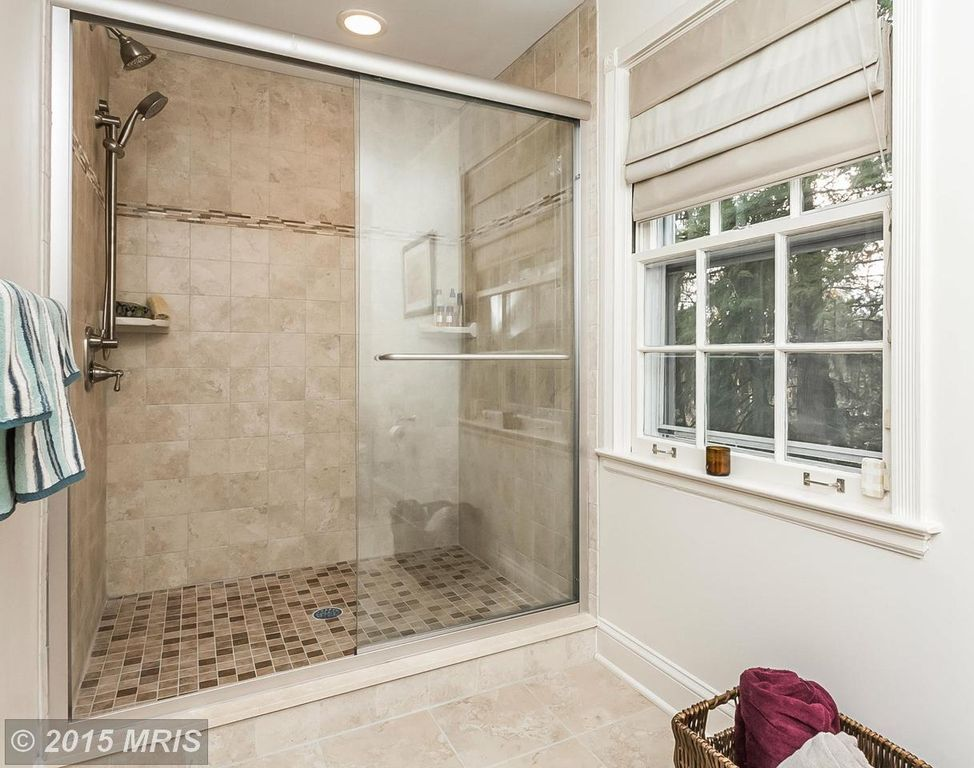 Traditional 3/4 Bathroom with MS International Ivory Travertine 6x6 Honed  And Beveled Tile,