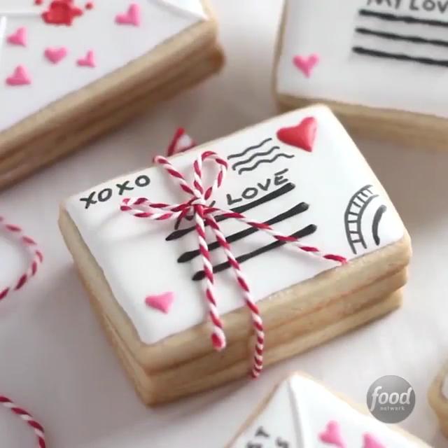 Valentine Sugar Cookie Ideen. Niedlicher Brief innerhalb dieser Zuckerkekse! #cinnamonsugarcookies