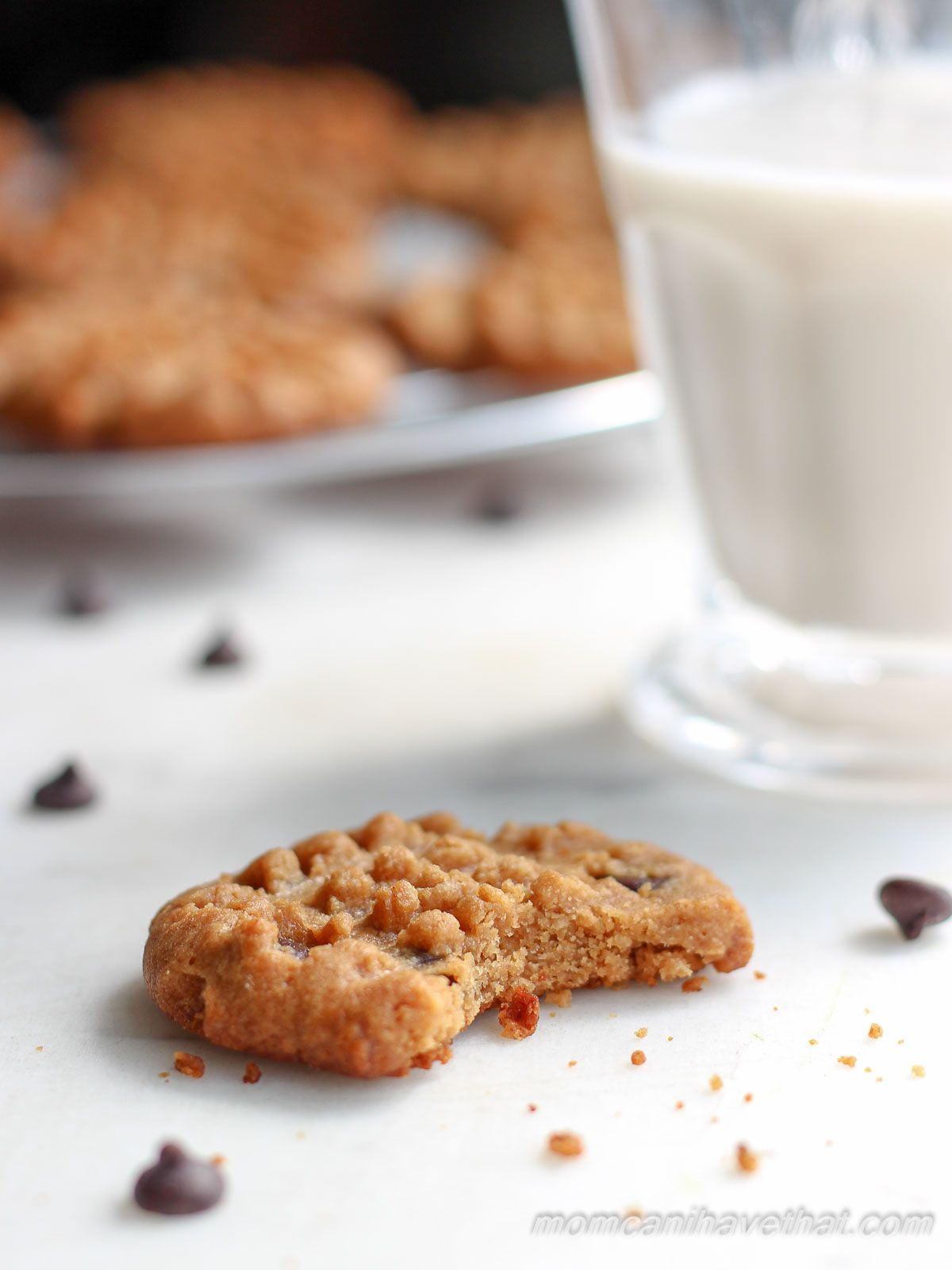 These crispy Six Ingredient Peanut Butter Chocolate Chip ...