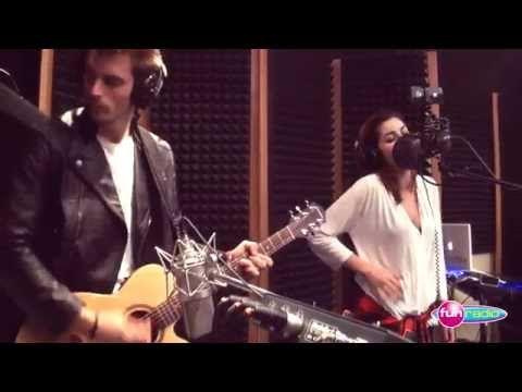 Celeste Buckingham feat. King Shaolin - Láska na vlásku (live@Fun radio) - YouTube