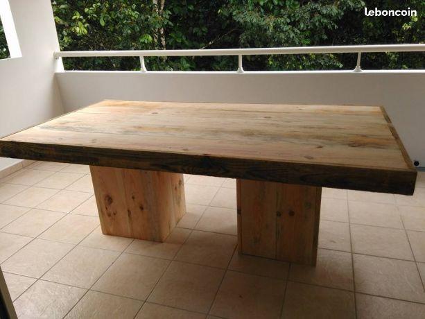 table en planche de coffrage salon mobilier de salon. Black Bedroom Furniture Sets. Home Design Ideas