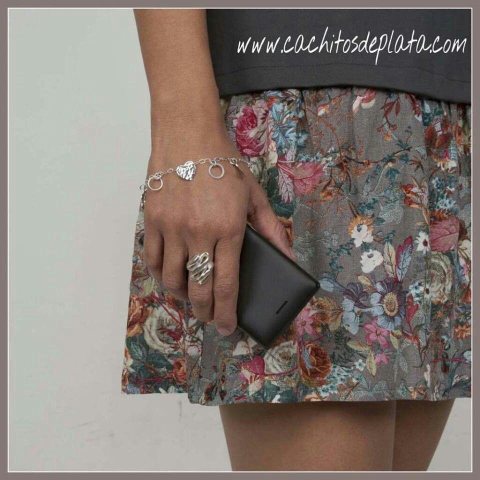 Anillo de Plata mexicana Curve. Combinado con nuestra pulsera Corazones.