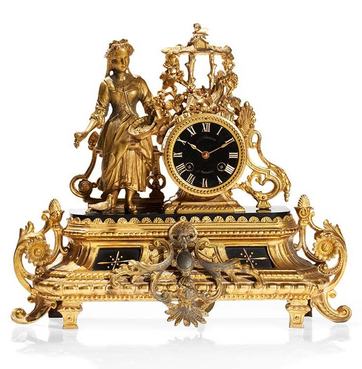 Beurdeley historicism pendulum with figural décor. Tonnerre / France, around 1870-1880. Brass movement, 8 -day running duration, half hour strike on bell, hour and minute. Gilt metal casing with Belgian Black; allegorical depiction of a woman feeding pigeons. Black dial with gold-colored Roman numerals and hands; marked 'Beurdeley à Tonnerre'. Overall dimensions: 35 x 40 x 10 cm