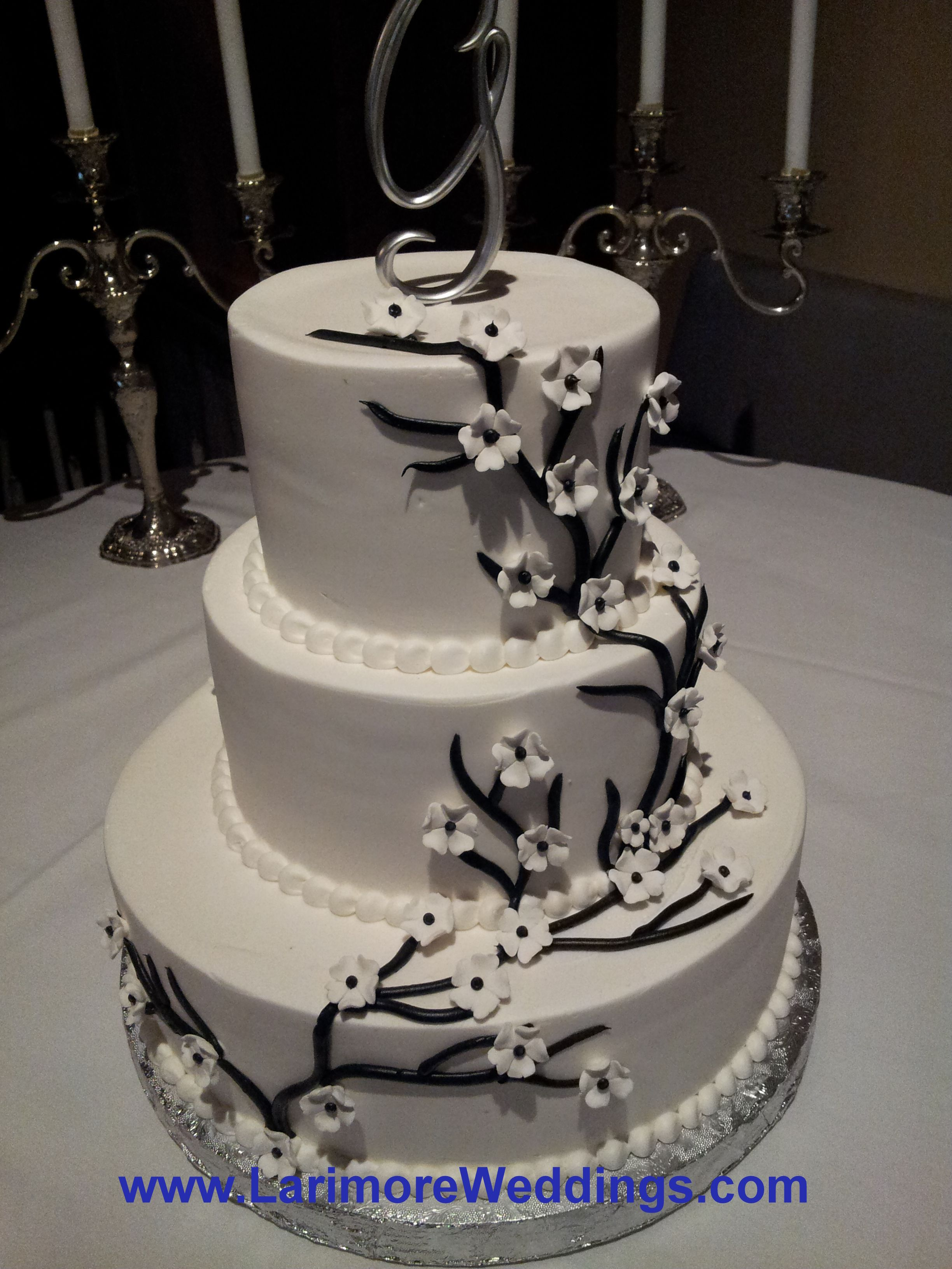 wedding cakes with vines and flowers 3 tier wedding cake with brown climbing vine stems 26133