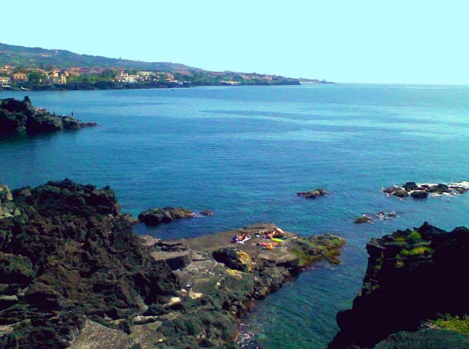Mare di Catania, la scogliera Sicilia